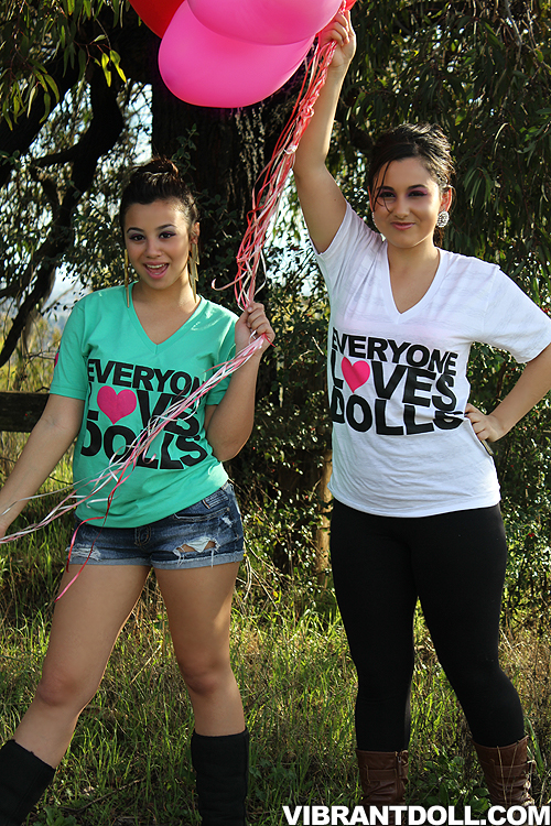 4 Vibrant Doll: Everyone Loves Dolls Tee